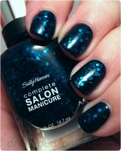 Sally Hansen - Mermaid's Tale (over Essence Colour & Go - Date In The Moonlight)