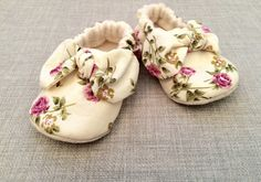 English miniature rose print cotton soft sole baby shoe with a knotted bow. by DottyRobin on Etsy