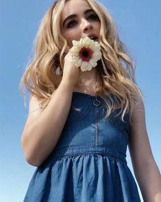 Sabrina Carpenter, Riley Matthews, Girl Photo Poses, Girl Photos, Photo Shoot, Disney Channel, Selfies, Famous Girls, Girl Meets World