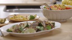 Filet de porc à la mangue au barbecue et salade de tomates et de maïs à Alex Quebec, Barbecue, Menu Planners, Salad Dressing, Pork Recipes, Guacamole, Potato Salad, Main Dishes, Salads