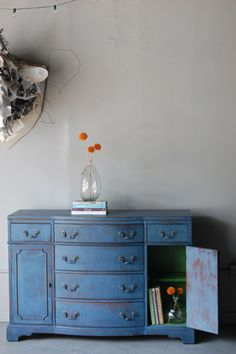 One of my favorite painted-furniture redos! Makes me wanna get started on a new project ASAP...