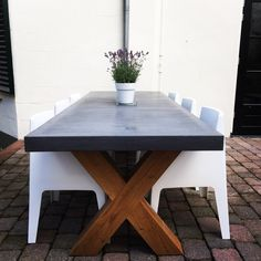 Concrete tabletop with oak wood cross base.  Betonnen tafelblad met eiken houten kruispoot.  2800 x 1000 x 80 mm