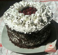 Fekete-erdő torta Doughnut, Cooking Recipes, Birthday Cake, Favorite Recipes, Sweets, Desserts, Food, Sweet Pastries, Birthday Cakes