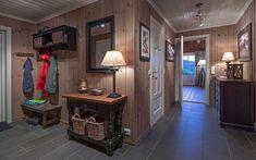 Roger's Hytteside - Den ferdige hytta Entryway, New Homes, Cottage, Cabin, Furniture, Home Decor, Entrance, Decoration Home, Room Decor