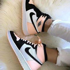 shoes sneakers nike Source by lillyschwandke too shoes Cute Nike Shoes, Cute Nikes, Nike Air Shoes, Sneakers Nike, Shoes Jordans, Nike Air Jordans, Air Jordans Women, Retro Nike Shoes, Air Force Jordans