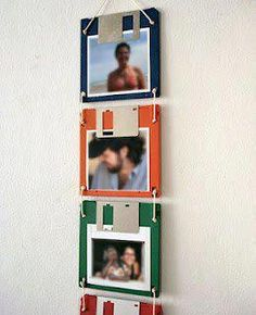 Turn those old floppy discs into photo holders! Diy Projects To Try, Craft Projects, Craft Ideas, Decoracion Low Cost, Creation Art, Floppy Disk, Photo Holders, Picture Holders, Reuse Recycle