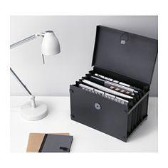 IKEA - FULLFÖLJA, Arkivboks, Har 6 lommer som holder orden i papirer og gjør dem lett å finne.Enkel å åpne og lukke med det elastiske båndet.Den praktiske lukkemekanismen er også en fargerik designdetalj.