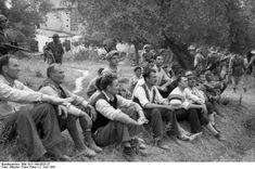 Ομαδική εκτέλεση ενός κρητικού χωριού από τους Γερμανούς (1941) | RETRONAUT | LiFO