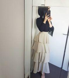 Skirt outfits hijab abayas New ideas Hijab Outfit, Hijab Dress Party, Muslim Fashion, Modest Fashion, Skirt Fashion, Fashion Outfits, Hajib Fashion, Trendy Fashion, Modest Dresses
