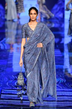 Best Wedding Pickups from Lakme Fashion Week - Trend Designer Dresses Indian 2019 India Fashion Week, Lakme Fashion Week, Milano Fashion Week, Tokyo Fashion, Fashion Weeks, Trendy Sarees, Stylish Sarees, Simple Sarees, Indian Designer Outfits