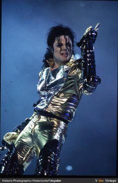 History Tour = Golden Era Love them gold pants! Michael Jackson