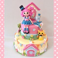Bolo cenográfico Lalaloopsy todo forrado e modelagem à mão por Le Biscuit Denise Marrach. denisemarrach@hotmail.com 19-99763-9570 e 9-99602-8897 Bithday Cake, Cute Birthday Cakes, Cupcakes, Cupcake Cakes, Princess Diaper Cakes, Cute Food Art, Girly Cakes, Lalaloopsy Party, Rose Cake