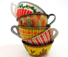 Toy Tea cups, Set of 5 vintage tin in red & yellow, Instant Collection.
