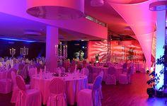 Das Restaurant Golden Amber in Augsburg wurde zur Location der Woche ernannt! Tolles modernes Design, kulinarische Hochgenüsse und eine spektakuläre Lichtinszenierung schaffen eine unvergessliche Atmosphäre. Toll für Hochzeiten, Gala oder Formenevents und vieles mehr! #eventsofa #eventlocation