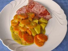 """Karotten - Kartoffel Gemüse """"heart""""-Emoticon soooooooo lecker 1 kg Karotte(n), geschält und grob gewürfelt 500 g Kartoffel(n), vorwiegend festkochend, geschält und grob gewürfelt 1 Zwiebel(n) (Gemüsezwiebel), geschält und fein gewürfelt 3 Zehe/n Knoblauch, geschält und fein gewürfelt 1 Liter Gemüsebrühe 1 Prise(n) Salz und Pfeffer 2 EL Butter 1 EL Mehl Karotten/Möhren, Zwiebel und Knoblauch in der Gemüsebrühe aufkochen und ca. 10 Minuten köcheln lassen. Dann die Kartoffeln dazugeben umrüh..."""