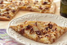 White Pizza with Walnuts, Pears and Balsamic Glazed Figs. Sometimes a more delicate pizza just really hits the spot. We're thinking a little pizza, a little Prosecco and a sun hat on the back porch. Pear Pizza, Fig Pizza, Pizza Recipes, Snack Recipes, Snacks, I Love Food, A Food, Dried Fig Recipes, Balsamic Glaze