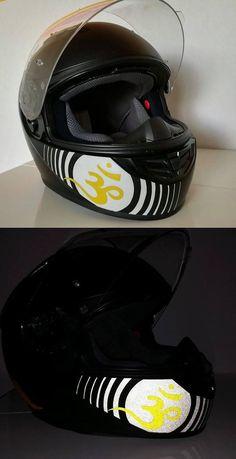 Décorations casque et motos d'un de nos clients avec les produits rétro-réfléchissants VFLUO disponibles sur le site : www.vfluo.fr Riding Helmets, Stickers, Hats, Hockey Helmet, Products, Hat, Sticker, Hipster Hat