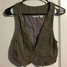 Women's M Derek Heart crop vest. Cropped olive green vest. Perfect little addition to any top! Sized as a Medium. I am an XS and worn it open and loose! Derek Heart Tops Crop Tops