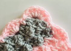 Make this super soft and snugly crochet baby blanket. Free crochet pattern suitable for beginners, photo tutorial. Crochet Stitches For Blankets, Crochet Baby Blanket Free Pattern, Crochet For Beginners Blanket, Baby Afghan Crochet, Crochet Stitches Patterns, Knitting Patterns Free, Free Crochet, Crocheting Patterns, Crochet Tote
