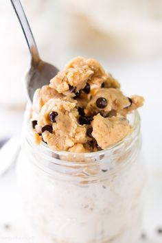 Cookie Dough Overnight Oatmeal to make mornings that much better with a healthy cookie dough layer, yogurt and oats to kick start breakfast the right way.
