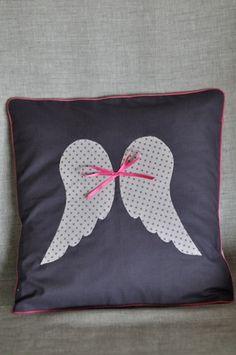 Coussin ailes d'ange pour chambre bébé enfant  : Décoration pour enfants par fikou-mikou