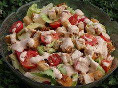 Monia miesza i gotuje: Sałatka z kurczakiem i grzankami