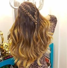 Hair tutorial blowout style Ideas for 2019 Prom Hairstyles For Long Hair, Box Braids Hairstyles, Long Curly Hair, Curly Hair Styles, Cool Hairstyles, Natural Hair Styles, Cute Hairstyles With Curls, Hairstyles Videos, Hair Styles With Curls