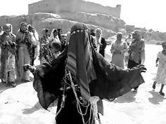 """صورة 05: عروس ترتدي لباس """"الباخمار"""""""