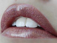 1 layer Lexie Bear-y #LipSense, 1 layer Mauve Ice LipSense, 1 layer Plum Pretty LipSense, topped with Gold Glitter Gloss