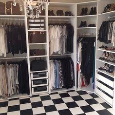 Lugar para sapatos, bolsas, cabides e miudezas. Conheça closets possíveis de pessoas reais, cheios de boas soluções para você copiar e resolver a vida sem gastar muito. Encontramos tudo no Instagram e no Pinterest