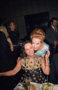 The Women Reunited, Paulette Goddard and Joan Crawford Hollywood Cinema, Old Hollywood Stars, Vintage Hollywood, Classic Hollywood, Classic Actresses, Actors & Actresses, Paulette Goddard, Agnes Moorehead, Ziegfeld Girls