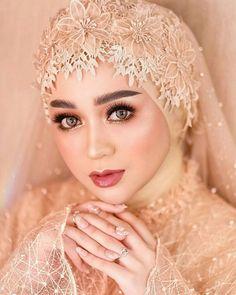 Hijabi Wedding, Wedding Hijab Styles, Kebaya Wedding, Muslimah Wedding Dress, Muslim Wedding Dresses, Muslim Brides, Evening Dresses For Weddings, Bridal Hijab, Hijab Bride