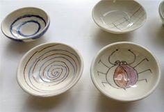 Cuencos pintados con lápices y ceras cerámicas