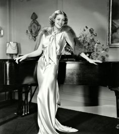 American actress Loretta Young leans against a grand piano, wearing a full-length evening gown with a fur stole. Get premium, high resolution news photos at Getty Images Hollywood Gowns, Hollywood Fashion, Old Hollywood Glamour, Golden Age Of Hollywood, Vintage Hollywood, Classic Hollywood, Hollywood Style, Vintage Glamour, Pure Hollywood