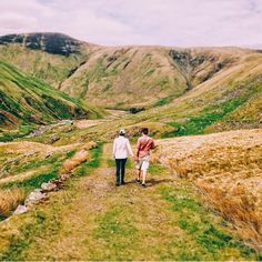 One of the most beautiful places on this earth. Next to Talla Reservoir. #countryside #couple #sibling #green #lines #hills #scottishhills #scottishborders #centre #nature #ig_nature #beautiful #chasingessence #touserv