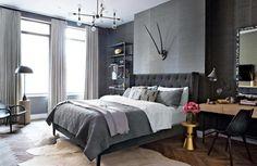 couleur gris taupe, lit revêtu de velours gris anthracite et parquet chevron