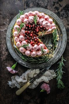 Rhubarb Cake With Pomegranate And Rosemary Buttercream. Thanks to for this beautiful rhubarb cake recipe. Delicious Desserts, Dessert Recipes, Yummy Food, Dinner Recipes, Pretty Cakes, Beautiful Cakes, Naked Cakes, Rhubarb Cake, Think Food