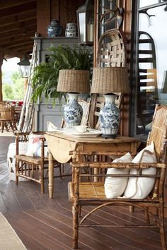 Belclaire House: Morning! Love the wicker shades with the white & blue lamps.
