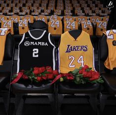 red table talk jordyn woods red table talk The Lakers honor Kobe and Gianna Bryant at the first game since their passing. Portland Trail Blazers, Kobe Bryant Family, Kobe Bryant Nba, Vanessa Bryant, Lamar Odom, Staples Center, Shaquille O'neal, Nba Players, Basketball Players