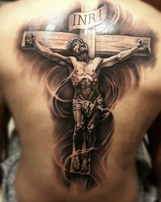Crucifix tattoo covering the back. Tattoos 3d, Tattoo Henna, Trendy Tattoos, Body Art Tattoos, Sleeve Tattoos, Tattoo Art, Lion Head Tattoos, Jesus On Cross Tattoo, Cross Tattoo For Men