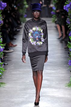 Givenchy Fall 2011 Ready-to-Wear Fashion Show - Grace Bol (WM)