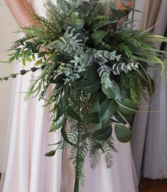 20 Stunning Greenery Wedding Bouquet Ideas we are Loving. // mysweetengagement Stunning Greenery Wedding Bouquet Ideas we are Loving. Fern Bouquet, Eucalyptus Bouquet, Rustic Bouquet, Eucalyptus Garland, Succulent Bouquet, Boquet, Fern Wedding, Floral Wedding, Wedding Rings