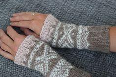 Herlige pulsvanter i mariusmønster Fingerless Gloves, Arm Warmers, Mittens, Knitting, Fashion, Fingerless Mitts, Fingerless Mitts, Moda, Tricot