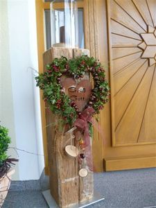Wooden column new decoration. Wood Crafts, Diy And Crafts, Christmas Fun, Christmas Decorations, Wooden Columns, Tomato Cages, Hair Images, Topiary, Grapevine Wreath