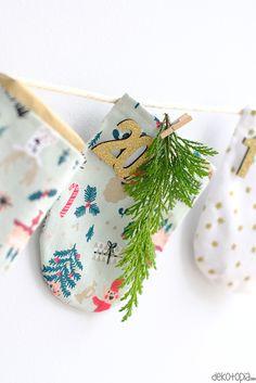 Adventskalender aus Stoff - DIY Anleitung - dekotopia | dekotopia Diy Highlighter, Xmas Gifts, Home Collections, Advent Calendar, Wraps, Gift Wrapping, Christmas Ornaments, Sewing, Holiday Decor