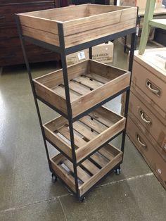 Crate rack - Moto Tutorial and Ideas Shelf Furniture, Iron Furniture, Industrial Furniture, Pallet Furniture, Furniture Projects, Home Furniture, Furniture Design, Outdoor Furniture, Diy Home Crafts