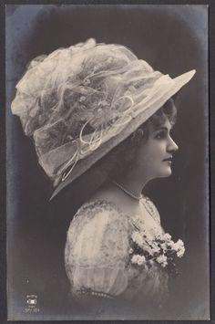 Edwardian style: Gorgeous hat!