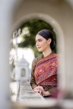 Traditional Thai Clothing, Traditional Outfits, Mai Davika, Beautiful Asian Women, Asian Woman, Asian Beauty, Sari, Actresses, Model
