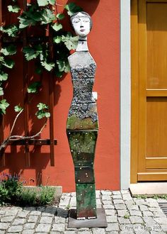 Outdoor Sculpture, Outdoor Art, Sculpture Art, Garden Sculpture, Ceramic Figures, Ceramic Artists, Rainbow Eucalyptus Tree, Garden Totems, Ceramic Wall Art