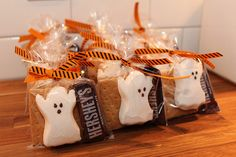 Halloween Party Favors: No Tricks, Just a Chocolate Covered Treat - Old Town Home Halloween Snacks, Halloween Goodie Bags, Halloween Baskets, Healthy Halloween Treats, Halloween Party Favors, Halloween Birthday, Holiday Treats, Halloween Fun, Halloween Treats For School